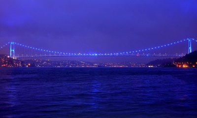 İstanbul otizme dikkat çekmek için maviye büründü