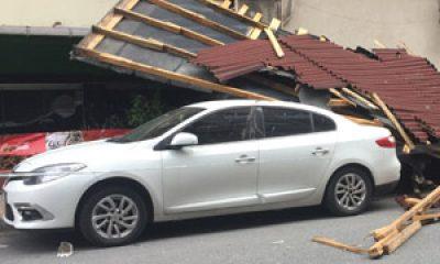 İstanbul'da fırtına, çatıları uçurdu