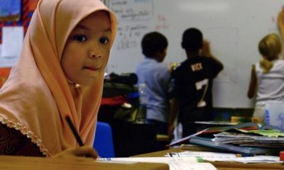 İsveç'te başörtü yasağını uygulamayan okul müdürü kovuldu