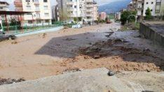 Osmaniye'de şiddetli yağış taşkınlara neden oldu