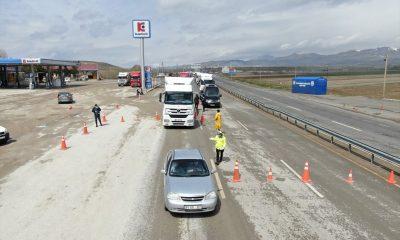 Sahte izin belgesiyle yolculuk eden 90 kişiye ceza kesildi