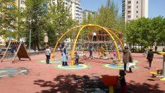 Çocuklar parklara akın etti