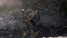 Gümüşhane'de yol çalışması yapan ekibin üzerine heyelan düştü