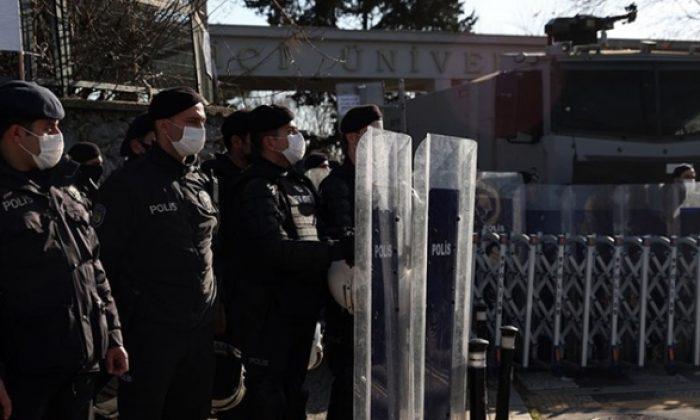 Boğaziçi Üniversitesi önündeki gösterilere ilişkin 14 kişi daha gözaltına alındı