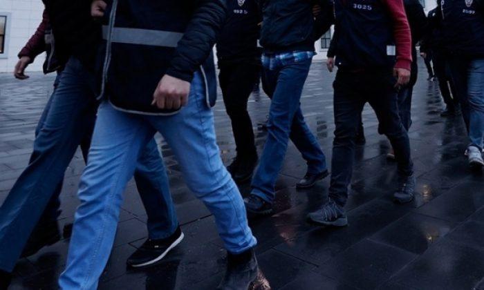İstanbul'da FETÖ'den aranan şüphelilere operasyon