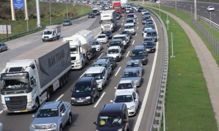 Tam kapanma öncesi büyük göç: Son gün trafiği
