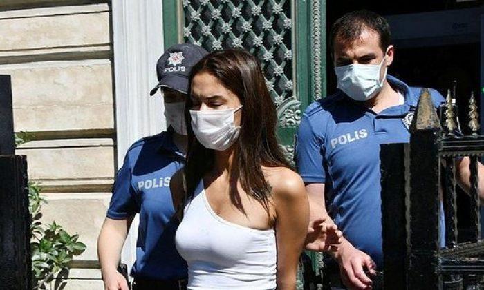 Ünlü oyuncu Ayşegül Çınar ile sevgilisi Furkan Çalıkoğlu'nun saldırısını kayıt altına alan kamera görüntüleri ortaya çıktı
